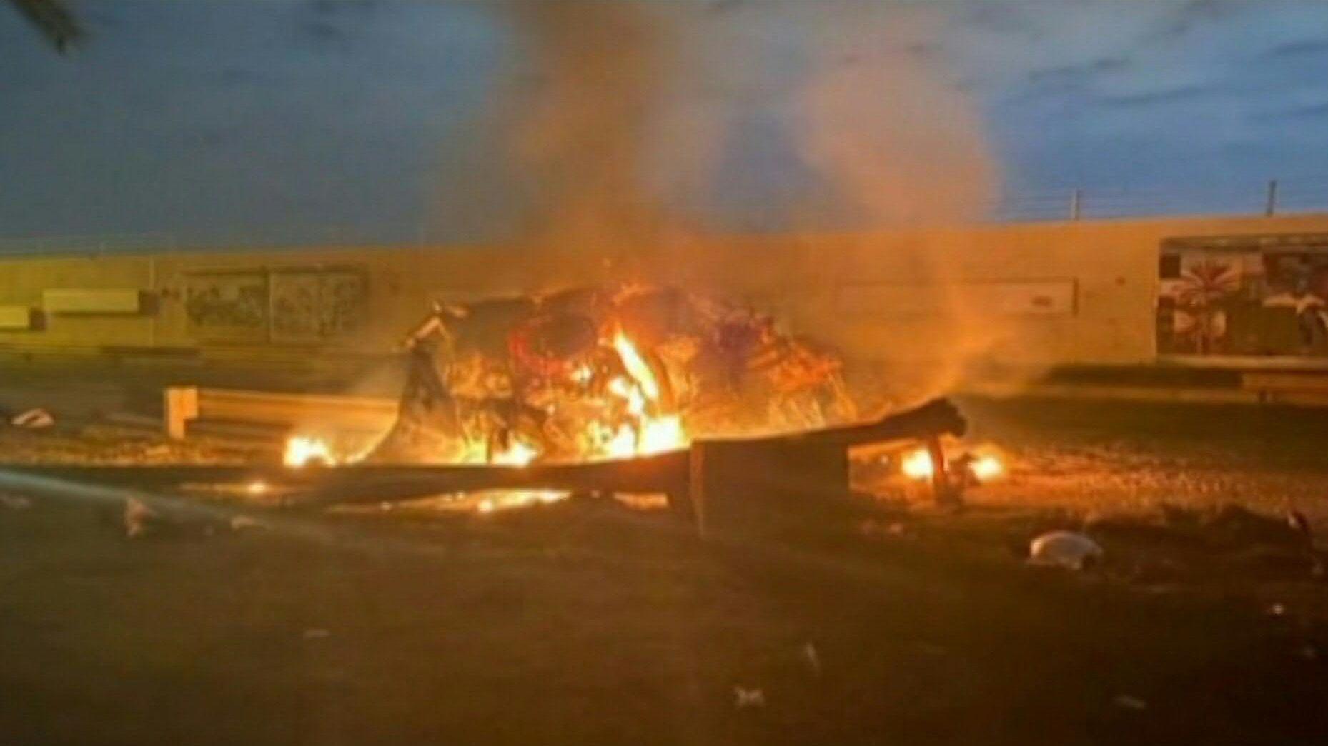 Un líder proiraní en Irak -el número dos de las Fuerzas de Movilización Popular o Hashd al Shaabi- y el enviado de Teherán para los asuntos iraquíes, el poderoso general Qasem Soleimani, murieron el viernes en un bombardeo estadounidense en Bagdad tres días después de un ataque a la embajada de Estados Unidos.
