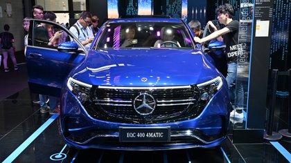 El stand de Mercedes Benz en la feria CES Asia 2019. (HECTOR RETAMAL / AFP)