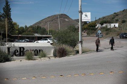 Esta fotografía muestra la entrada de la Colonia LeBarón, uno de varios sitios donde la familia extendida LeBarón vive en el municipio de Galeana, en Chihuahua, México, el martes 5 de noviembre de 2019. (AP Foto/Christian Chavez)
