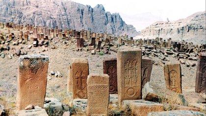 Convertir el cementerio medieval de la ciudad de Julfa en tierra arrasada fue el punto máximo de una campaña para aniquilar los rastros de los armenios en un área en disputa.