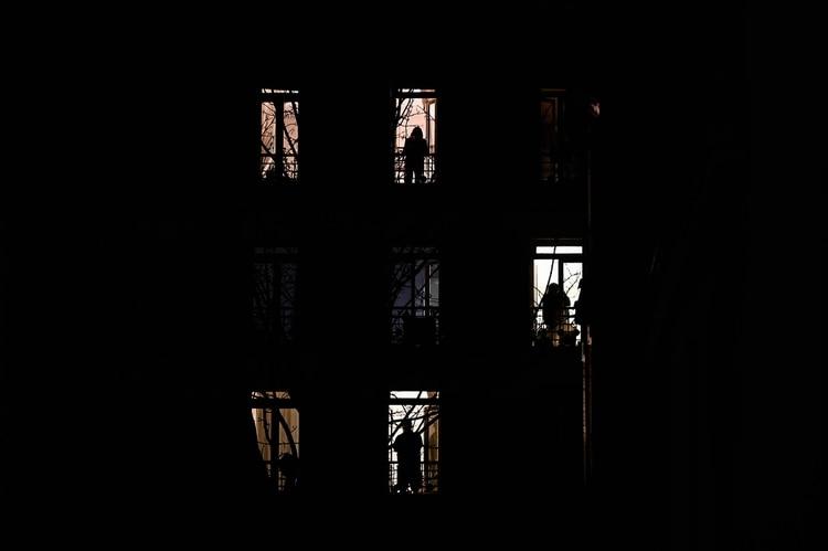 El primer paso para lograr adaprtarnos, es asumir que estamos en un estado general de crisis que nos afecta social y psicológicamente (Foto: AFP)