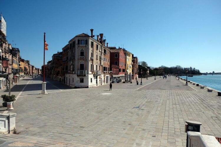 Las calles, prácticamente desiertas por órdenes del gobierno (Reuters)