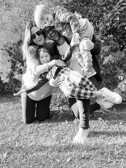 Una de las últimas fotos familiares que se tomaron Paula Chaves y Pedro Alfonso junto a sus hijos, antes del nacimiento de Filipa