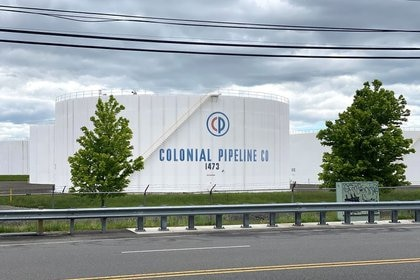 Foto de tanques de almacenamiento de Colonial Pipeline en Woodbridge, Nueva JerseyMay 10, 2021. REUTERS/Hussein Waaile