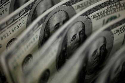Con el control de cambios, el precio del dólar oficial ofreció escasas variantes desde el 30 de agosto a hoy. (Reuters)