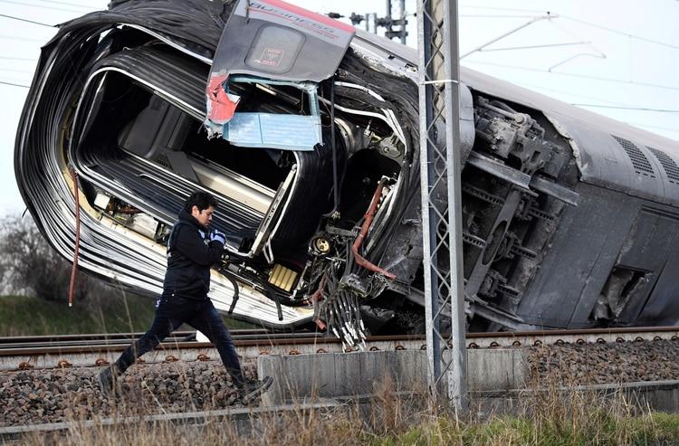 Image result for descarrilo tren italia 2 muertos