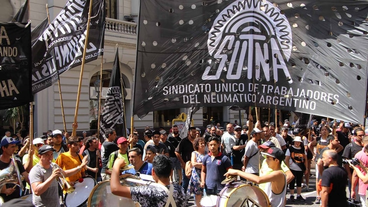 Movilización de trabajadores de Fate, una de las empresas que pidió un procedimiento preventivo