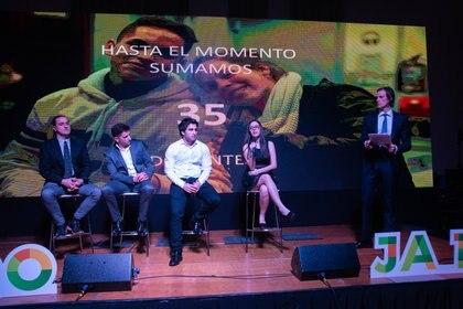 Docentes, mentores y alumnos que forman parte del programa. Junto a 5 mil voluntarios, alianzas con organismos públicos y privados, y el compromiso de más de 400 empresas, Junior Achievement Argentina logra preparar e inspirar a 65 mil jóvenes por año