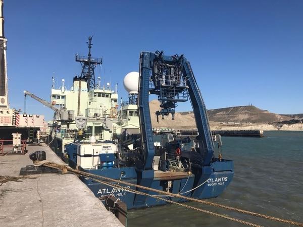 Buque Atlantis, amarrado en el Puerto de Comodoro Rivadavia