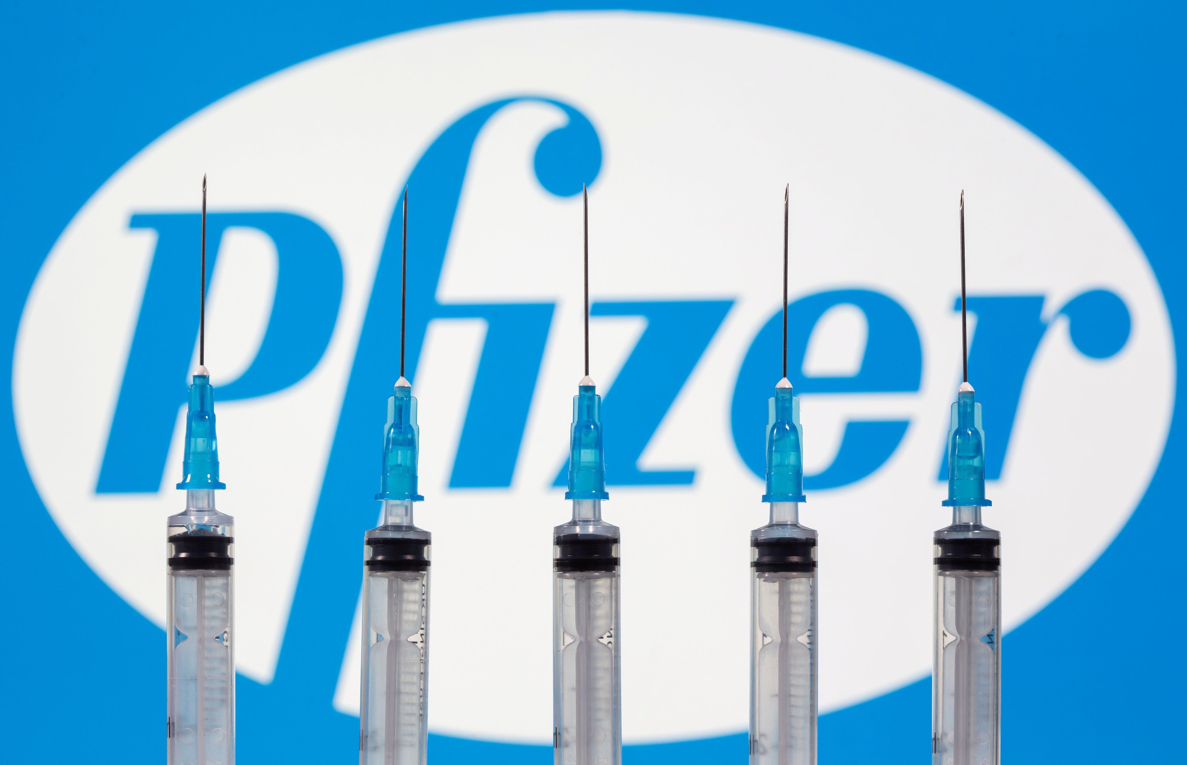 La vacuna contra el coronavirus de Pfizer/BioNTech resultó ser efectiva en un 95% según la evaluación de su ensayo clínico a gran escala. - REUTERS/Dado Ruvic/Illustration/File Photo
