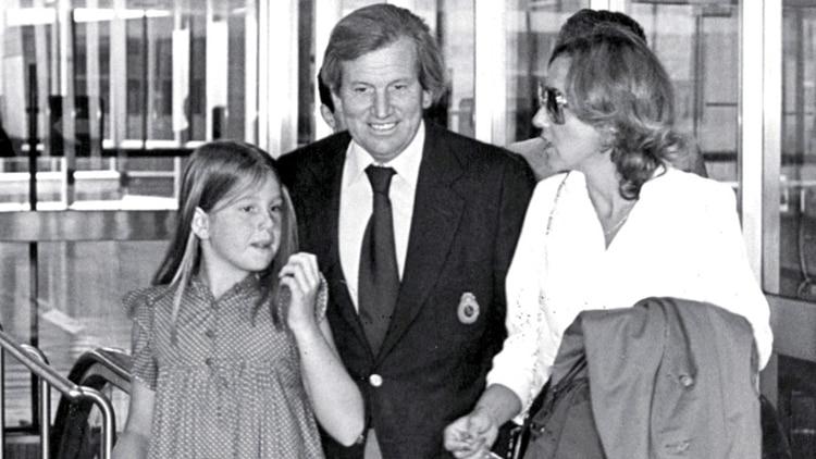 Jorge Zorreguieta, padre de Máxima, junto a su hija y su esposa.