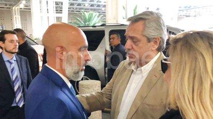 El embajador argentino en México, Ezequiel Sabor, recibió al presidente electo, Alberto Fernández, en el aeropuerto de la capital mexicana