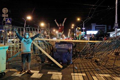 Manifestantes en la ciudad de Minsk (REUTERS / Vasily Fedosenko)