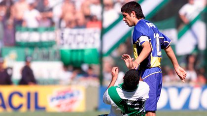 Santa Cruz, a Banfield player, touched Riquelme's buttocks, who reacted with a punch. It was the first expulsion of the only three he had while wearing the Boca jacket.