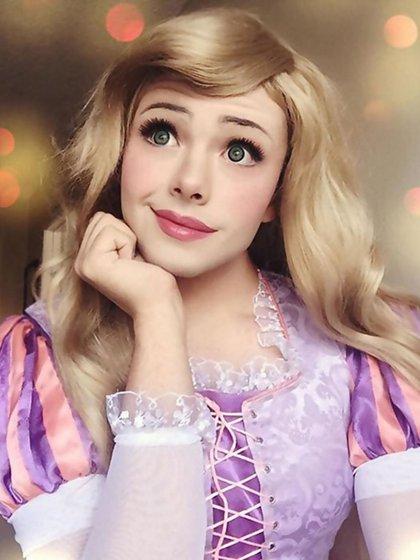 Richard Schaefer en la piel de Rapunzel. Más de dos horas de producción para lograr el look idéntico a la princesa de los cabellos eternos