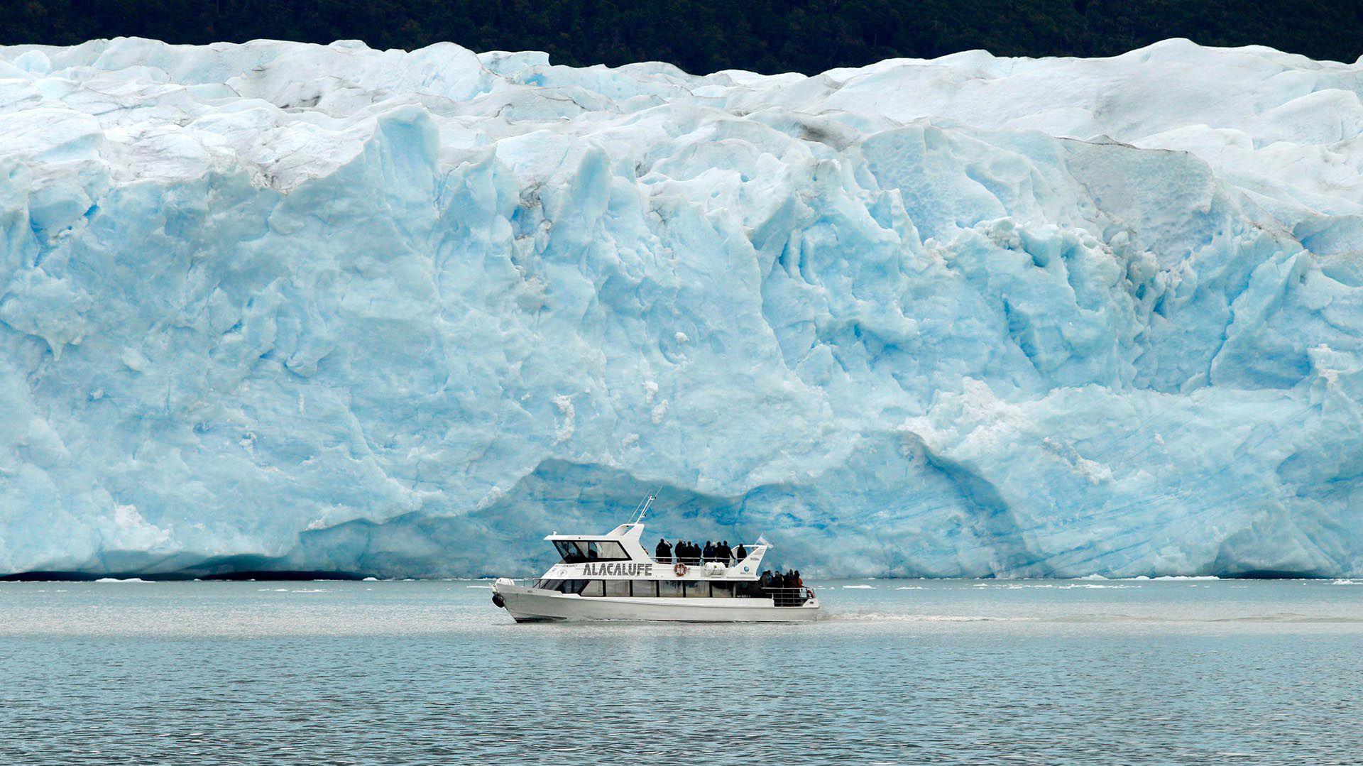 Fue el primer febrero de la historia en que las visitas al Parque Nacional los Glaciares, desde donde se avista el Glaciar Perito Moreno, superó la marca de 80.000 visitas AFP PHOTO / Walter Diazzzzz