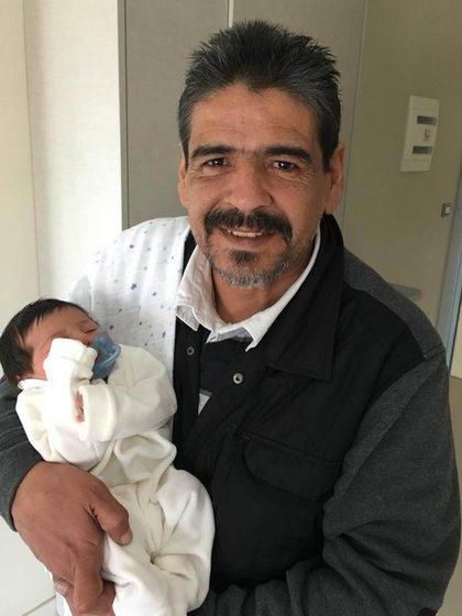 Hugo Maradona con su sobrino nieto, Dieguito Matías
