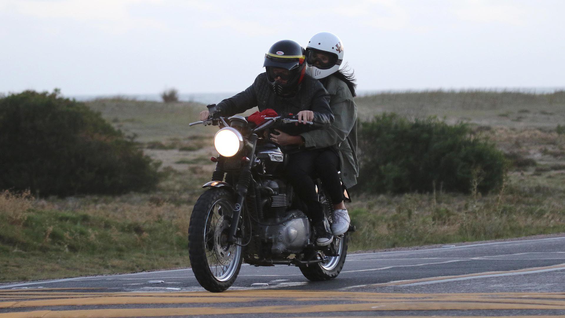 La pareja paseó en moto en Punta de Este este verano (GM Press)