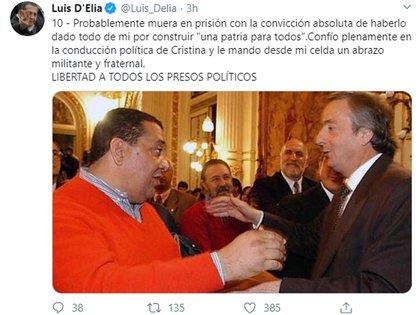 D'Elía concluyó el posteo con una vieja foto suya con Néstor Kirchner