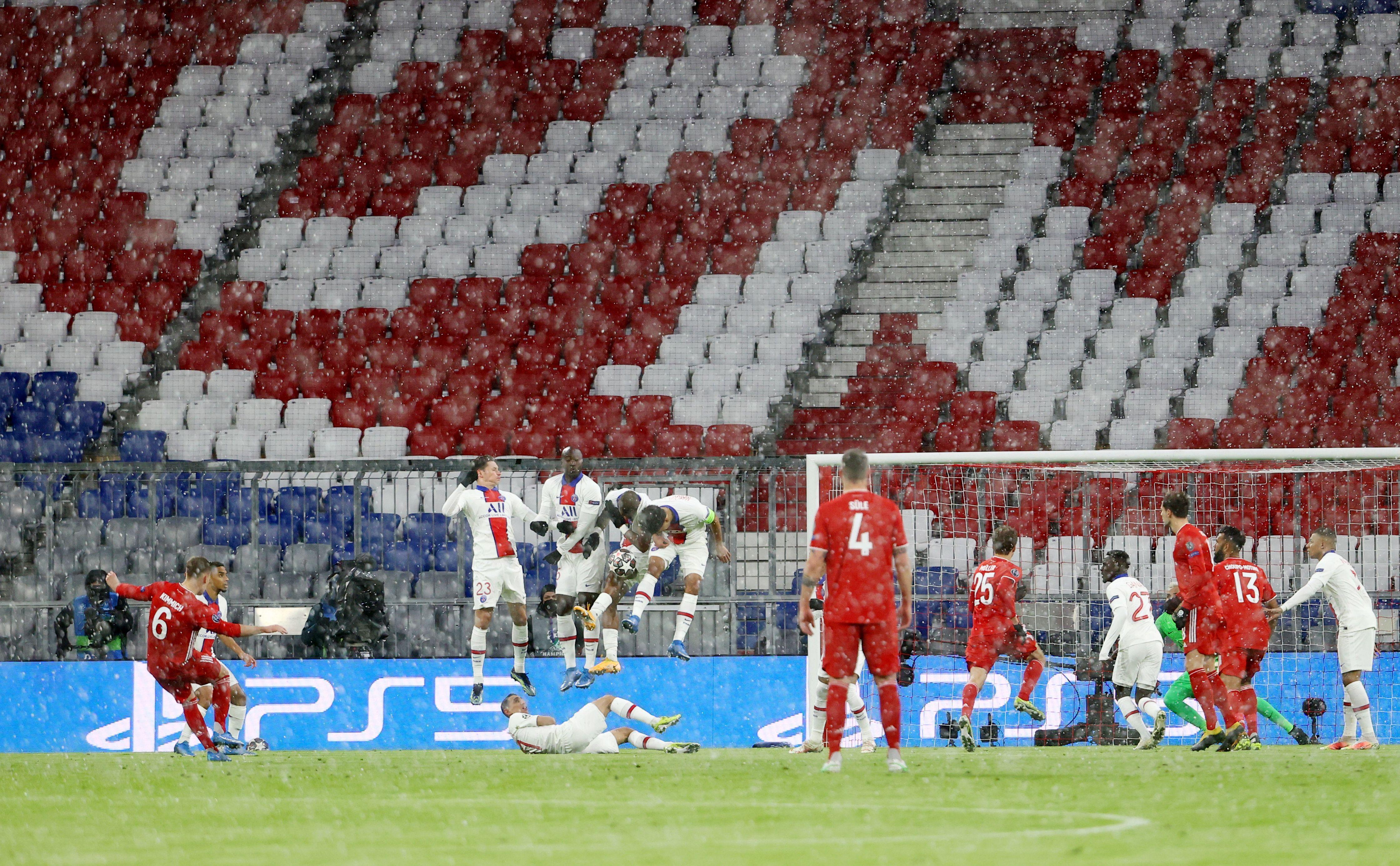 Fue un cruce cargado de emociones que no dio lugar a la especulación. Incluso a los 3 minutos de iniciado el pleito, Neymar se asoció con Kylian Mbappe y el francés festejó el 1 a 0 con una resolución que terminó entre las piernas de Manuel Neuer