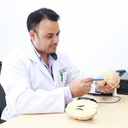 El médico neurólogo Luis Yépez.