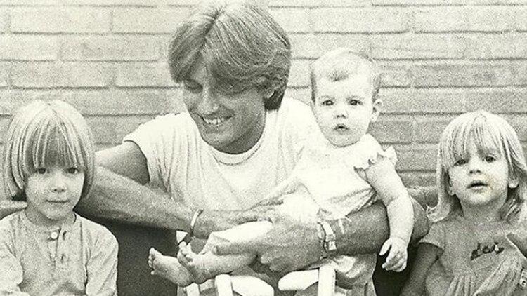 Sergio Denis con sus hijos Federico, Victoria y Bárbara