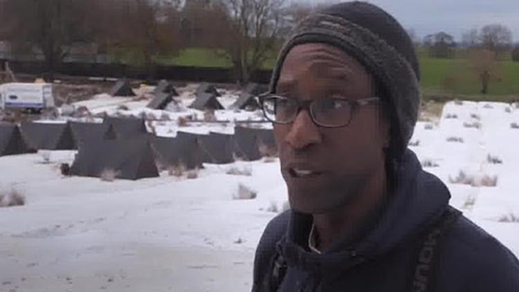 Del Reid, el hombre a cargo de la nieve en el set de rodaje