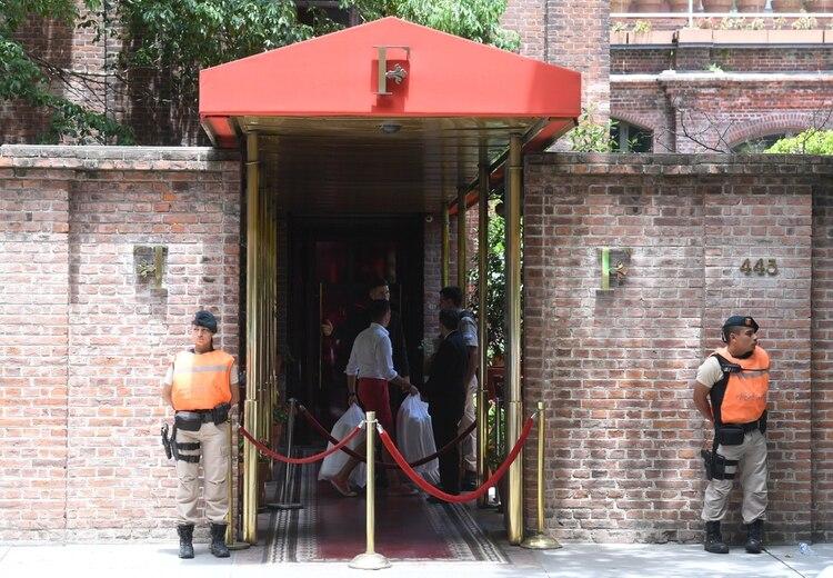 El turista inglés fue asesinado en la puerta del hotel Faena, cuando estaba bajando las valijas de la combi que lo había traído desde el aeropuerto. (Maximiliano Luna)