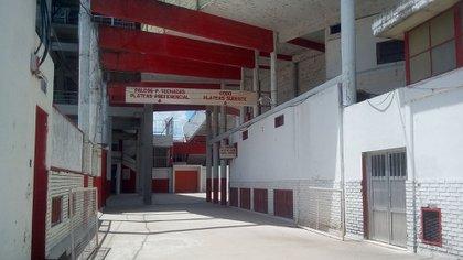 El grupo estaba en el playón que se encuentra entre el estadio cerrado y la sede(Wikipedia)