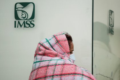 La edad promedio de las muertes es 63 (Foto: REUTERS / Jose Luis Gonzalez)