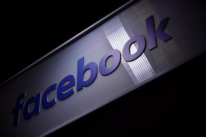 Vista del logo de la red social Facebook. EFE/ Julien De Rosa/Archivo