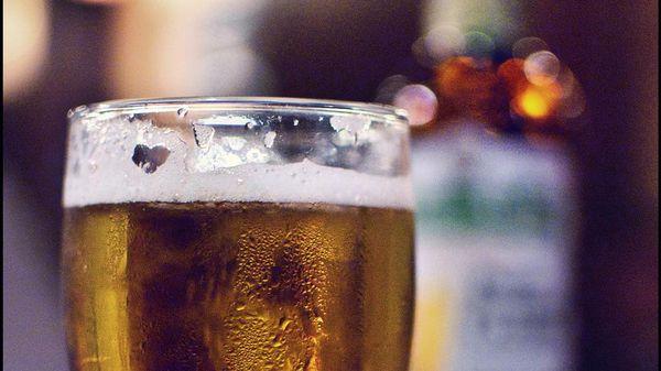 ¿Es la cerveza más saludable que la leche?