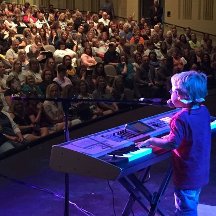 Avett Ray actuó en 2017, cuando tenía 5 años, en una reunión de docentes en Centerville, Ohio (Foto: Sara D. Moore/The Washington Post)