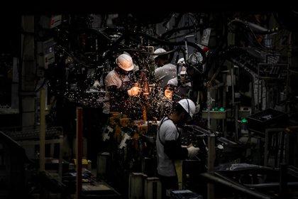 """""""Establecer normas y cumplirlas a conciencia es lo único que nos permitió a los industriales compatibilizar salud y economía"""", asegura el autor (EFE/ Juan Ignacio Roncoroni/Archivo)"""