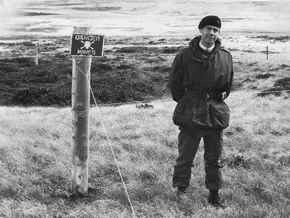 El coronel Geoffrey Cardozo regresó a las islas para ayudar en la exhumación de los cuerpos no identificados