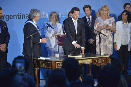 El ministro Wado de Pedro, en el momento de la jura ante Alberto Fernández (Gustavo Gavotti)