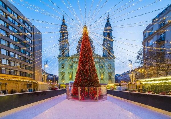Budapest encandiló con un sorprendente pino navideño