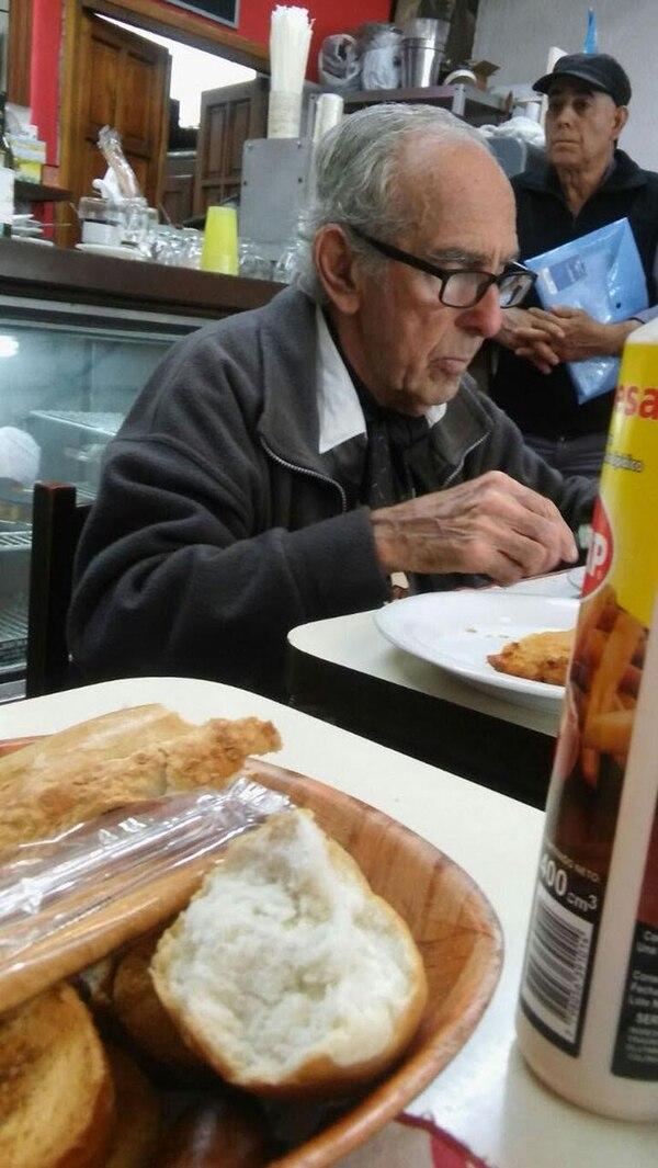 El femicida almuerza todos los días en el mismo bodegón