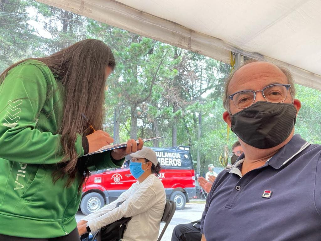 Felipe Calderón recibió la segunda dosis de la vacuna contra COVID-19 en la Ciudad de México (Foto: Twitter@FelipeCalderon)