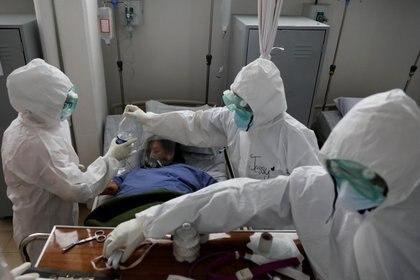 """En el país, además, se rebasó el """"escenario catastrófico"""" de fallecimientos que pronosticó Hugo López-Gatell (Foto: REUTERS/Carlos Jasso)"""