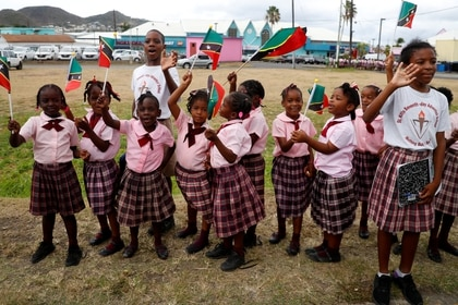 Niños en una ceremonia oficial en St Kitts & Nevis el 21 de marzo de 2019 (REUTERS/Phil Noble)