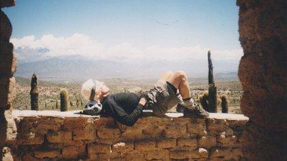 Martín Pueyrredón durante un descanso en uno de sus tantos viajes en bicicleta al noroeste argentino