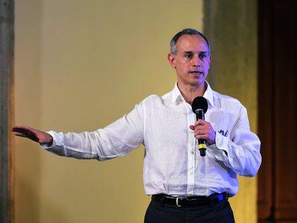 El subsecretario Hugo López-Gatell señaló que la epidemia por coronavirus en México podría extenderse hasta abril de 2021 (Foto: EFE)