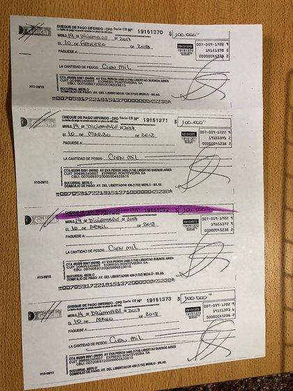 Una fotocopia de los cinco cheques que firmó Pastorino