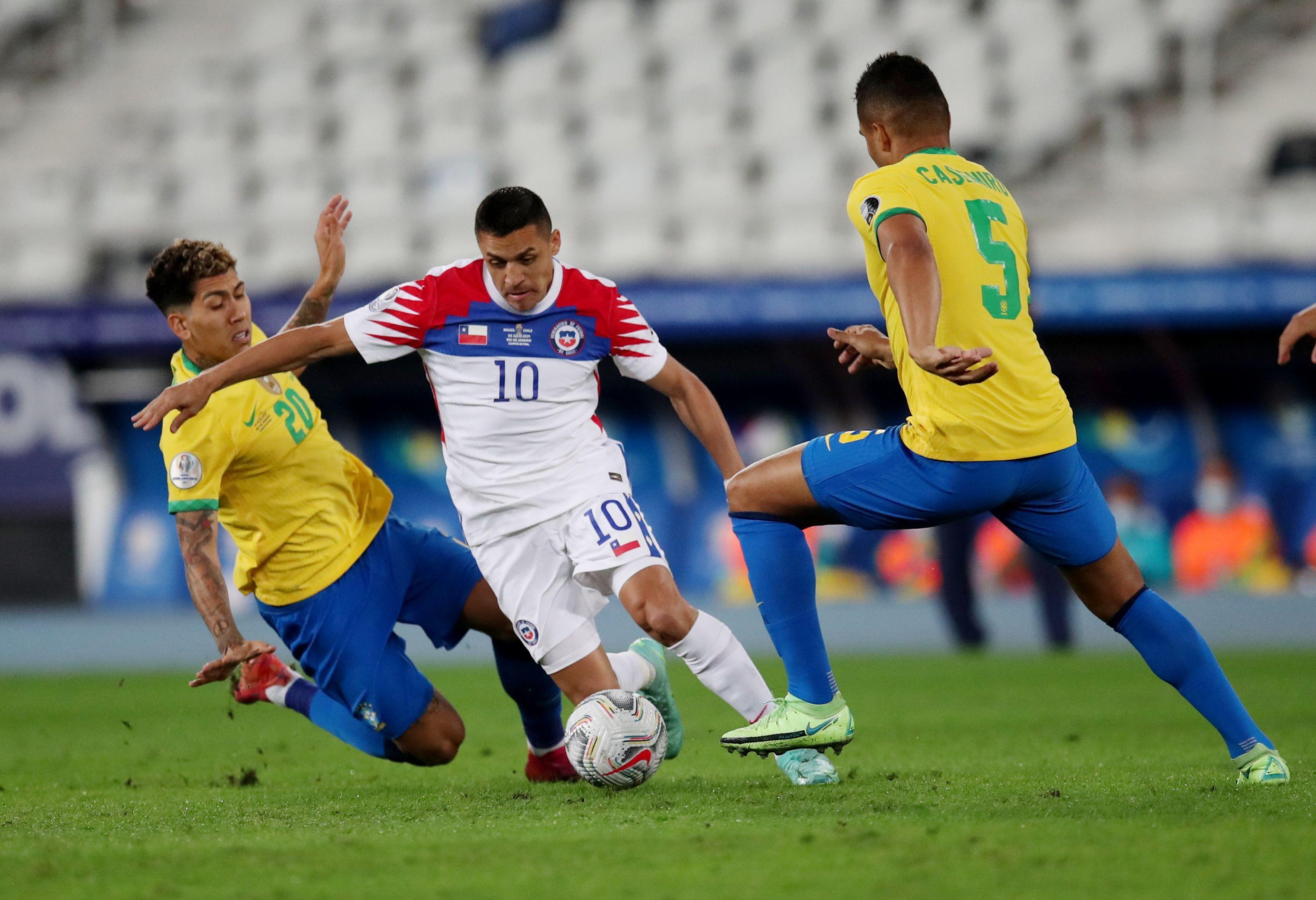 Brasil y Chile se miden por los cuartos de final de la Copa América (REUTERS/Ricardo Moraes)