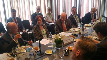 Almuerzo en Lima: Ross, de EEUU, Cabrera y otros funcionarios y empresarios