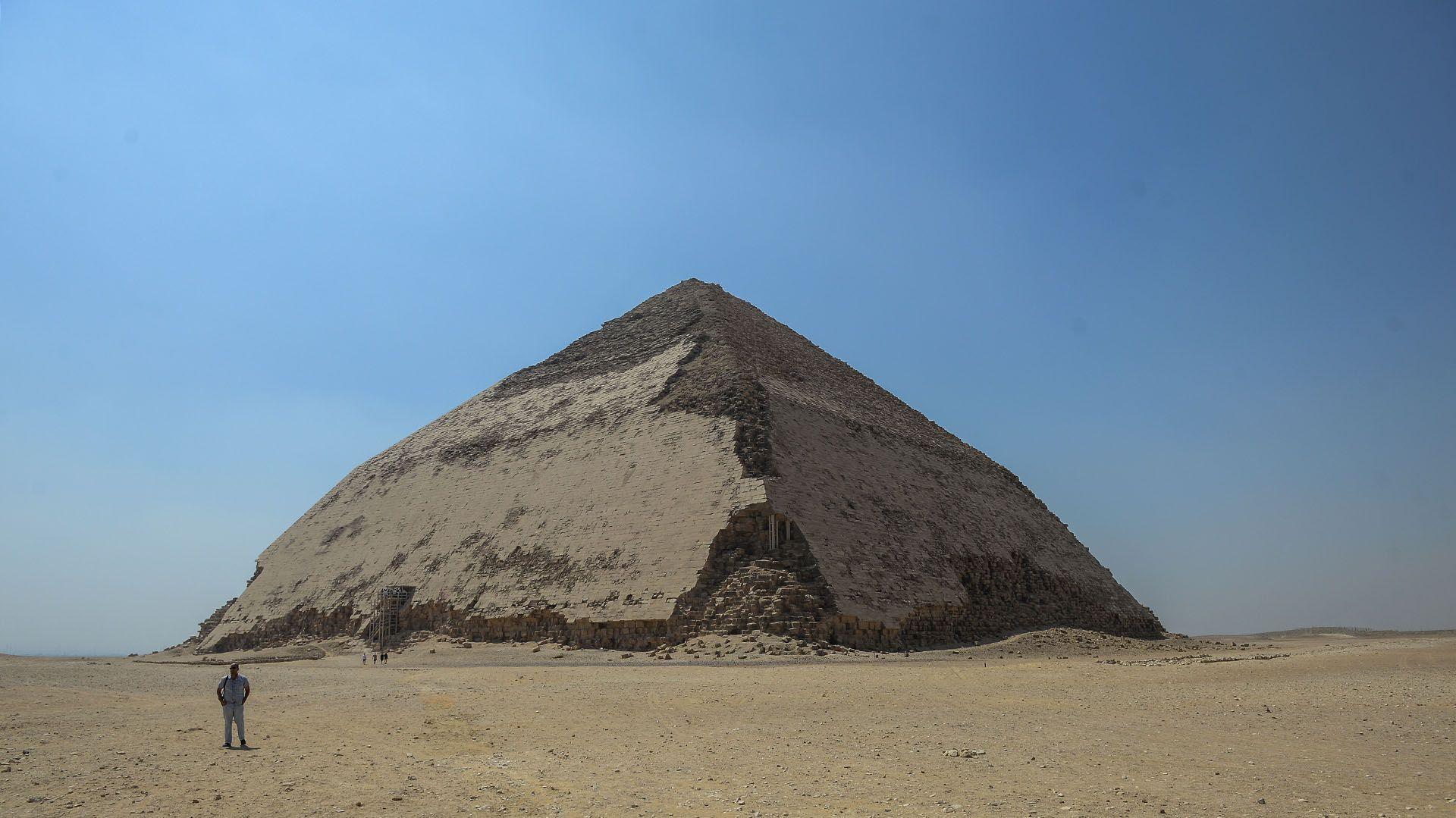 La particular apariencia de la Pirámide Acodada (Mohamed el-Shahed/AFP)