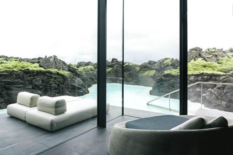 The Retreat at the Blue Lagoon, cerca de Reykjavik, tiene un espacio que ni siquiera se ve desde el edificio central, con entrada propia y hasta spa privado.