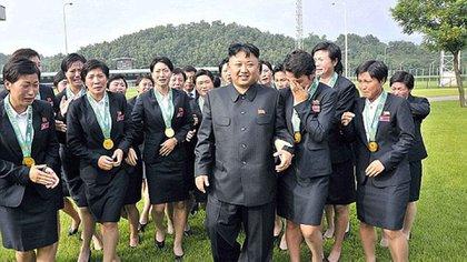 Kim Jong-un junto a sus sirvientas personales