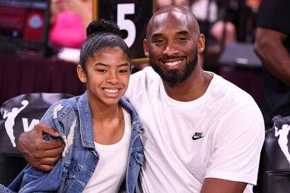 Kobe Bryant y su hija Gianna en un encuentro del WNBA All Star Game, Mandalay Bay Events Center, Las Vegas, 27 julio 2019. Stephen R. Sylvanie-USA TODAY Sports/Imagen de archivo